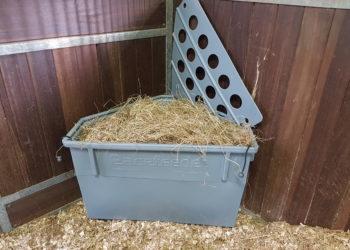 slow hay feeder, pacefeeder, horse